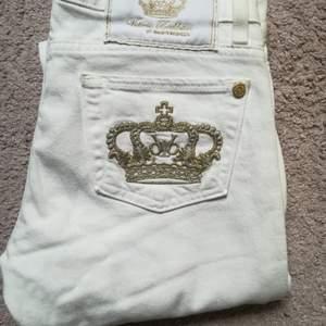 Helt nya Victoria Beckham jeans.