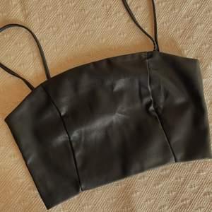 Barely worn, long shoulder straps (42-43cm straps)