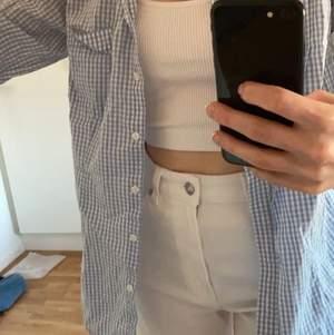 Skjorta från Boomerang. Använd fåtal gånger, sparsamt. Strl 36 men passar även en 34 bra.  100% bomull.