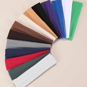 Nya trendiga headbands😻 De är jätte snygga och har bra material.❤️                                                            Pris: 15kr/st + 12kr (frakt)                                                            Köp 3st gör 50kr (inkl frakt)🙈