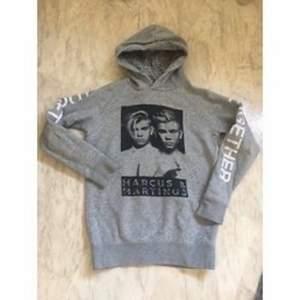 Säljer denna pga ja inte använder den. Jätte skön hoodie tho. Köpte för 500kr men säljer för 250.  {inte mina bilder} 🐰🐨🌚👽🦡🦍