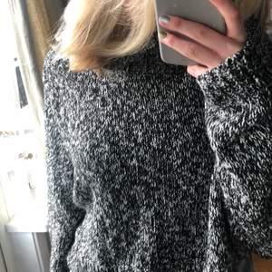 Fin stickad tröja, som är mindre i storleken, sällan använd. Köparen står för frakt