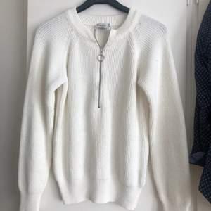En tröja från Nakd med zip, använd typ 2 gånger så i bra skick