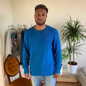 Blå stickad Ralph Lauren tröja M men Lite Oversized så kan passa L