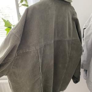 Fin skjortjacka i nyskick, använt 2 gånger. Storlek:M   köparen står för frakten💞 ordinarie pris:399