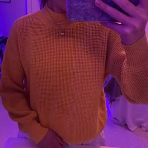 Fin tröja från Twintip. Lite nopprig på framsidan men inget man tänker på. Köpt på Zalando.