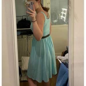 Turkos klänning i mycket fint skick