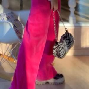 Asball zebra väska! Har lagt till ny kedja (sista bilden)💞