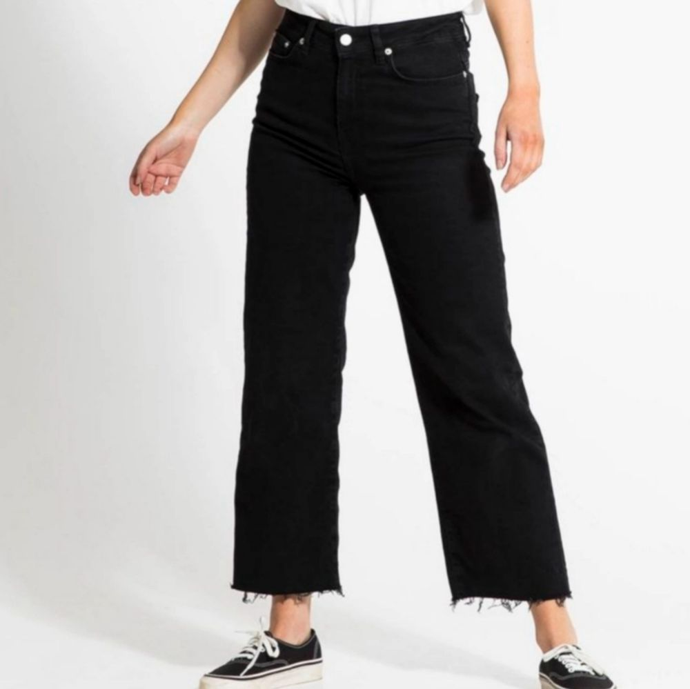 Skit fina jeans, men tuvär är dom förstora för mig och första bilden är tagen ifrån Lager157 hemsida. Jag har kanpt använt dom. Vill som sagt kunna använda dom men kan inte. Om du har några frågor eller funderingar så är det bara att skriva 💞 💞 💞 💞 💞 . Jeans & Byxor.
