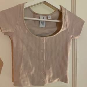 Jättesöt tröja från asos storlek 32 aldrig använd säljer pågrund av för lite🤎 (står ej för frakten)