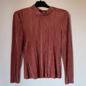 Plisserad tröja från hm, köpare står för frakten