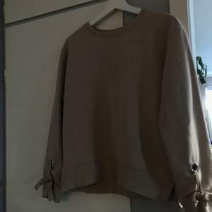 Jättemysig beige tröja från new yorker (man ser färgen bättre på andra bilden) 60kr + frakt 😊