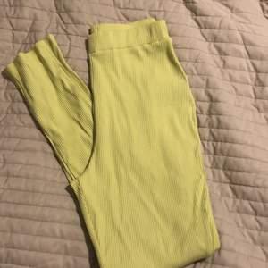 Pastell/neon tights från Nakd i storlek S.
