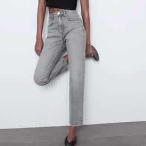Helt nya oanvända jeans från zara hi-Rise ankle lenght jättefina men tyvärr fel storlek för mig därav säljer jag