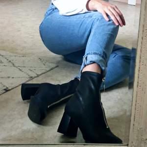 Nya svarta skor från Even&Odd i storlek 39. Frakten ingår ej i priset.