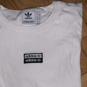 T-shirt från adidas, knappt använd!