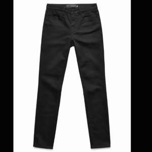 """Säljer mina Alexander Wang jeans, då de blivit för små för mig. Modellen heter """"001 skinny"""" och nypriset är 2500kr."""