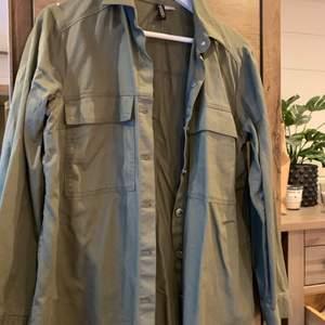 Skjortjacka från HM, använd några gånger! Köparen står för frakten