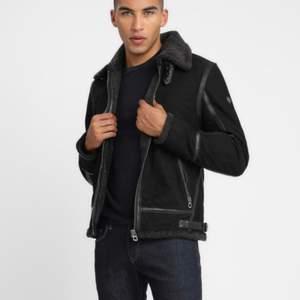 Köpt från zalando, all material är äkta på jackan, nypris 2200:- kvitto medföljer / storlek: s
