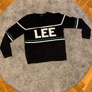 Supersnygg randig tröja från Lee i storlek S, endast använd ett fåtal gånger!