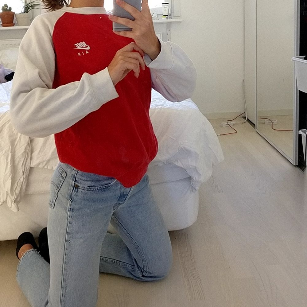 Guuullliiiiig tröja av nike, storlek S  Köparen står för frakt!. Huvtröjor & Träningströjor.