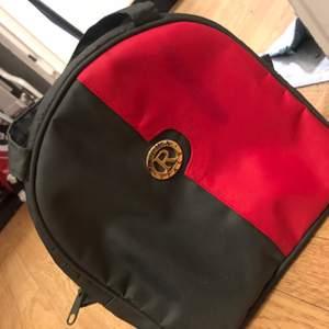 Väska i fint begagnat skick.
