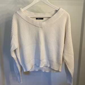 Stickad tröja från Gina Tricot. Använd några gånger!
