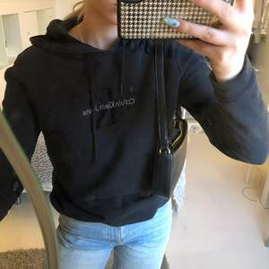Säljer denna ck hoodie i stl S. Köpt för 1000kr men säljer för 100kr + frakt