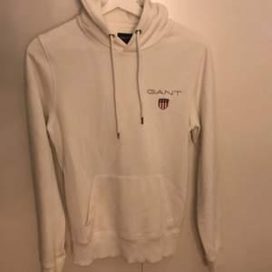 Säljer min vita gant hoodie använd 2-3 gånger. Pris kan diskuteras