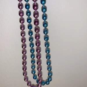 Två fina halsband i sjuk fina färger