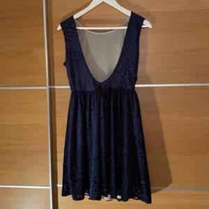 Fin baksida och jätte fin klänning, aldrig använd