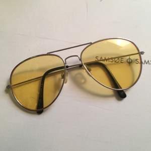 Pilotbrillor med gult glas! Köparen betalar frakt på 45kr! 🕺