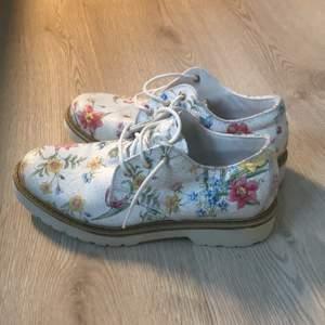 Supersnygga helt oanvända skor.