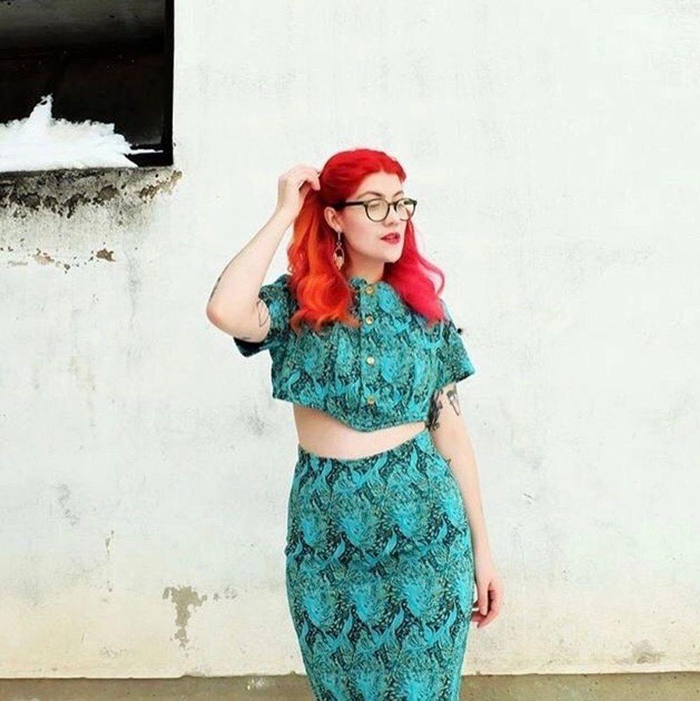 Omsydd klänning som jag ärvt av min mormor, allt är omgjort. Tyget är helt fantastiskt i sitt mönster . Kjolar.