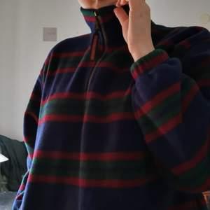 vintage grön/röd/blå randig fleece med fickor fram, risor vid armar och midja+lite overzised                     🍐frakt ingår