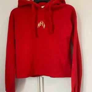 tröja från NA-KD som använts endast fåtal gånger, storlek: Xs Väldigt mysig och skön tröja Köpare står för frakt