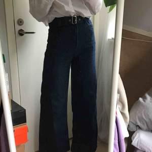Jeans från plt, kommer med ett skärp men man kan ha sitt egna också, jättefina men kommer tyvär ej till användning. Köpta för 500 kr