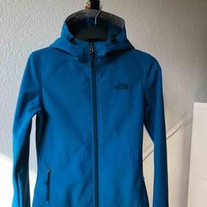 Begagnat The North Face women jacket storlek XS