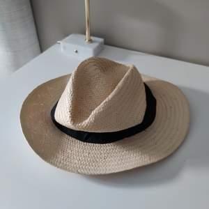 Sommar hatt i strå!