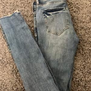 Jeans från HM i storlek 25. Fint skick. 50kr + frakt