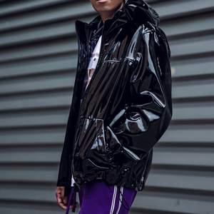Säljer denna vintage jacka, storlek M!