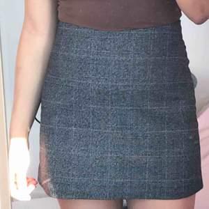 En jättesöt monki-kjol som blivit lite för kort, använts en gång.  frakt tillkommer