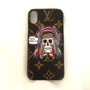 Riktigt coolt Louis Vuitton mobilskal i modell iPhone X och XS. Köpte det begagnat för 500 så antar det är äkta. Pris går att diskutera vid snabb affär. Bud på 90