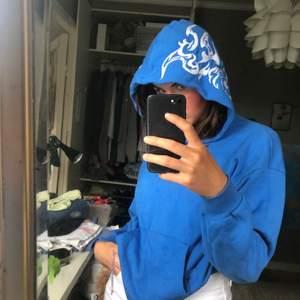 Blå hoodie från Junkyard i strl S, frakt 52 kr