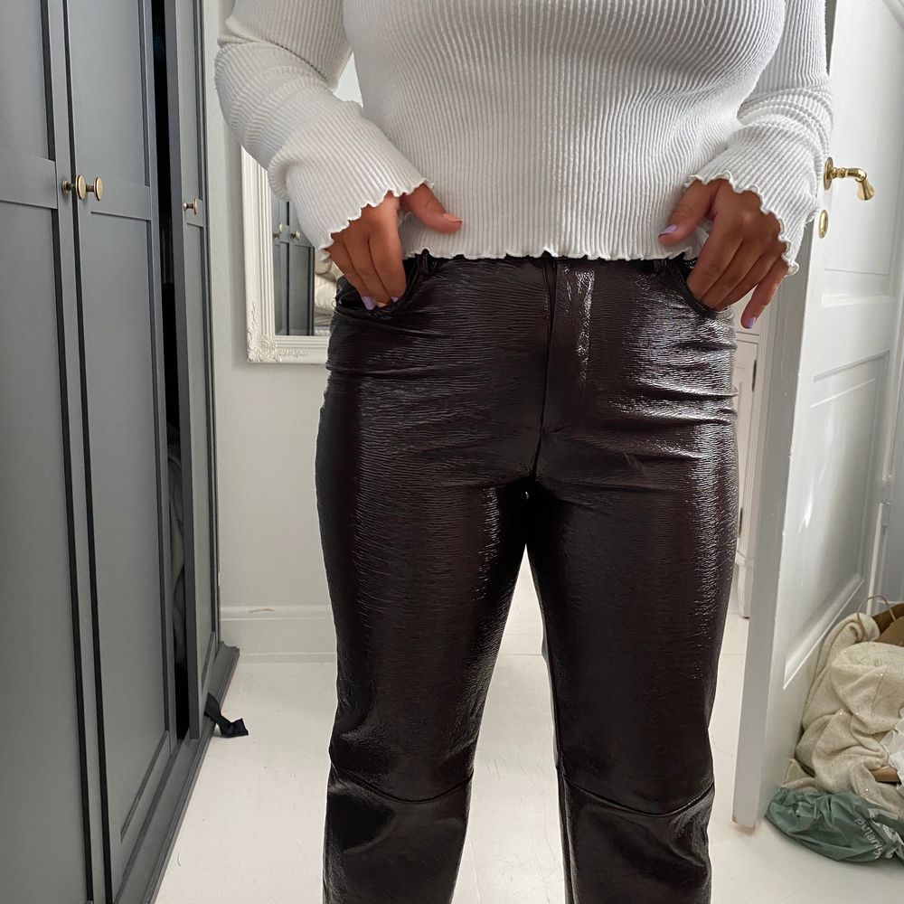 Bruna lackbyxor från NAKD, så snygga!. Jeans & Byxor.