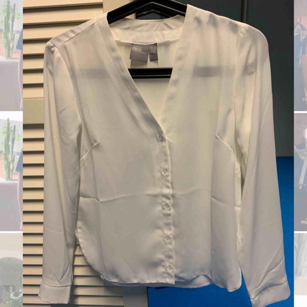 Skjorta i storlek 30 från asos (Petite). Endast tvättat och testad aldrig använt sen den tvättades. 100kr med frakten inkluderat. . Skjortor.