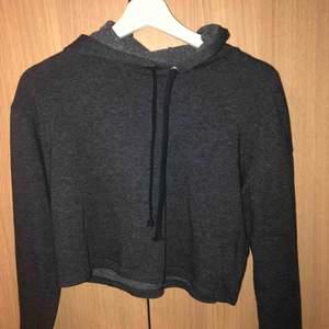 Mörkgrå hoodie från H&M