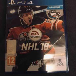 NHL 18 som tillhör konsolen PS4. NHL 18 kommer från EA SPORTS och är ett succé spel världen över, frakten kostar 19kr! Nuvarande bud: 0kr Köp nu pris: 100kr