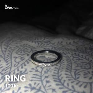 Ring i titan om jag inte är ute och cyklar, med stenar. Ringens diameter är 19 mm (se sista bilden)