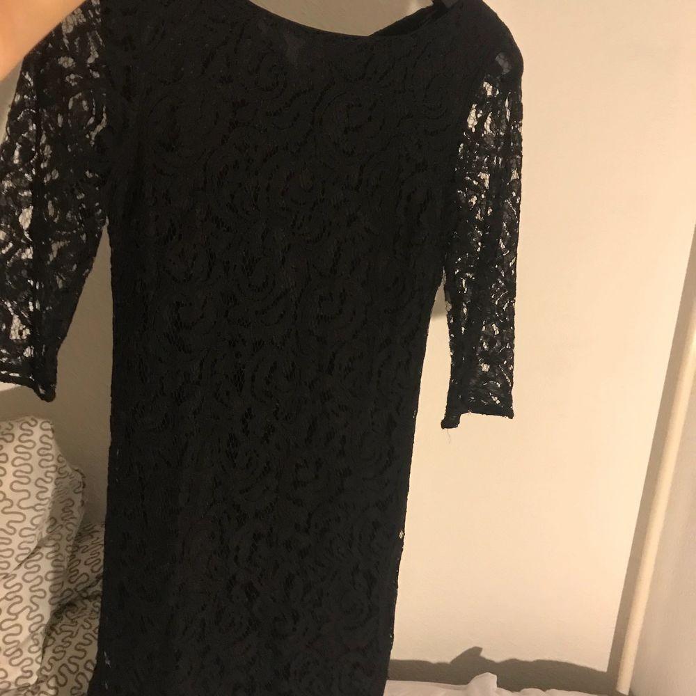 Fin klänning till en fest. Från lindex. Säljs bara i Helsingborg . Klänningar.